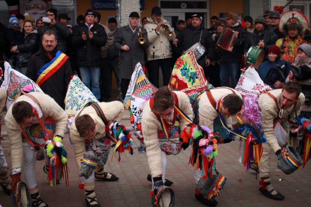 festivalul-de-datini-obiceiuri-si-traditii-de-iarna-borlesti-2016-41