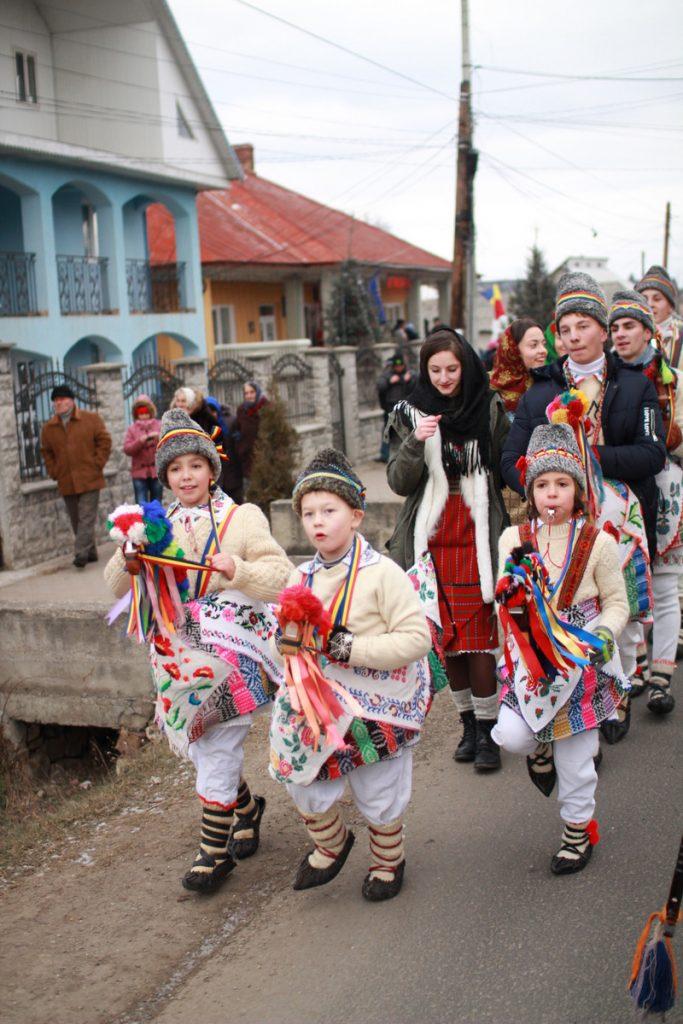 festivalul-de-datini-obiceiuri-si-traditii-de-iarna-borlesti-2016-48