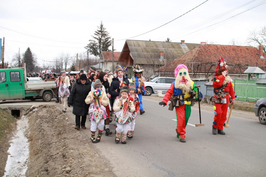 festivalul-de-datini-obiceiuri-si-traditii-de-iarna-borlesti-2016-52