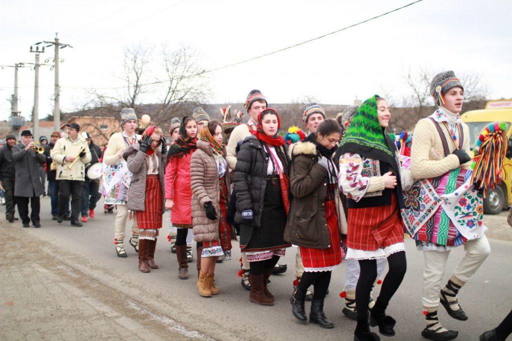festivalul-de-datini-obiceiuri-si-traditii-de-iarna-borlesti-2016-53