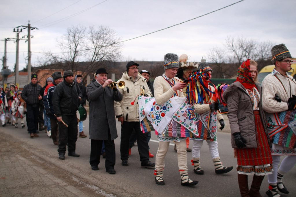 festivalul-de-datini-obiceiuri-si-traditii-de-iarna-borlesti-2016-54