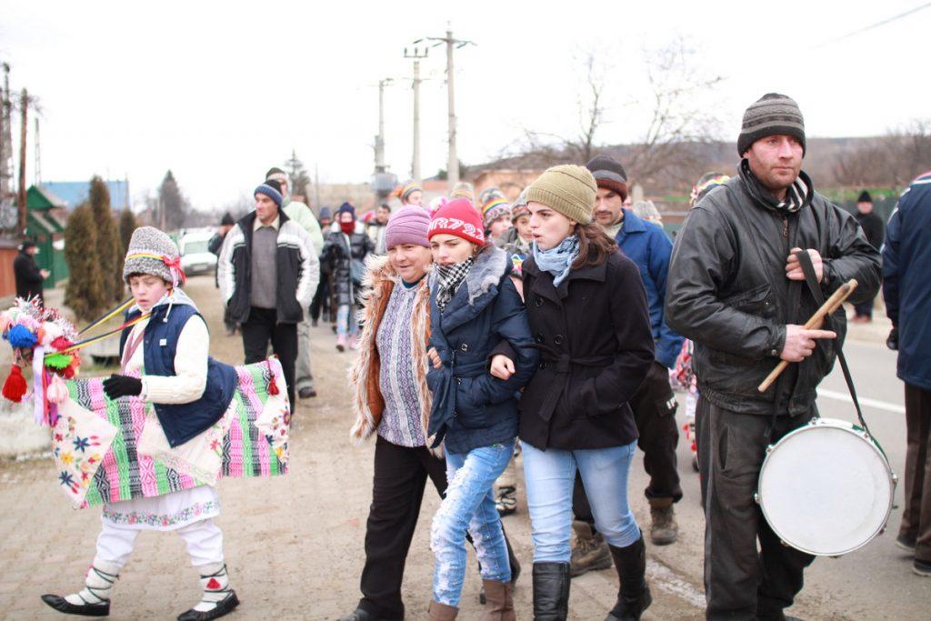 festivalul-de-datini-obiceiuri-si-traditii-de-iarna-borlesti-2016-57