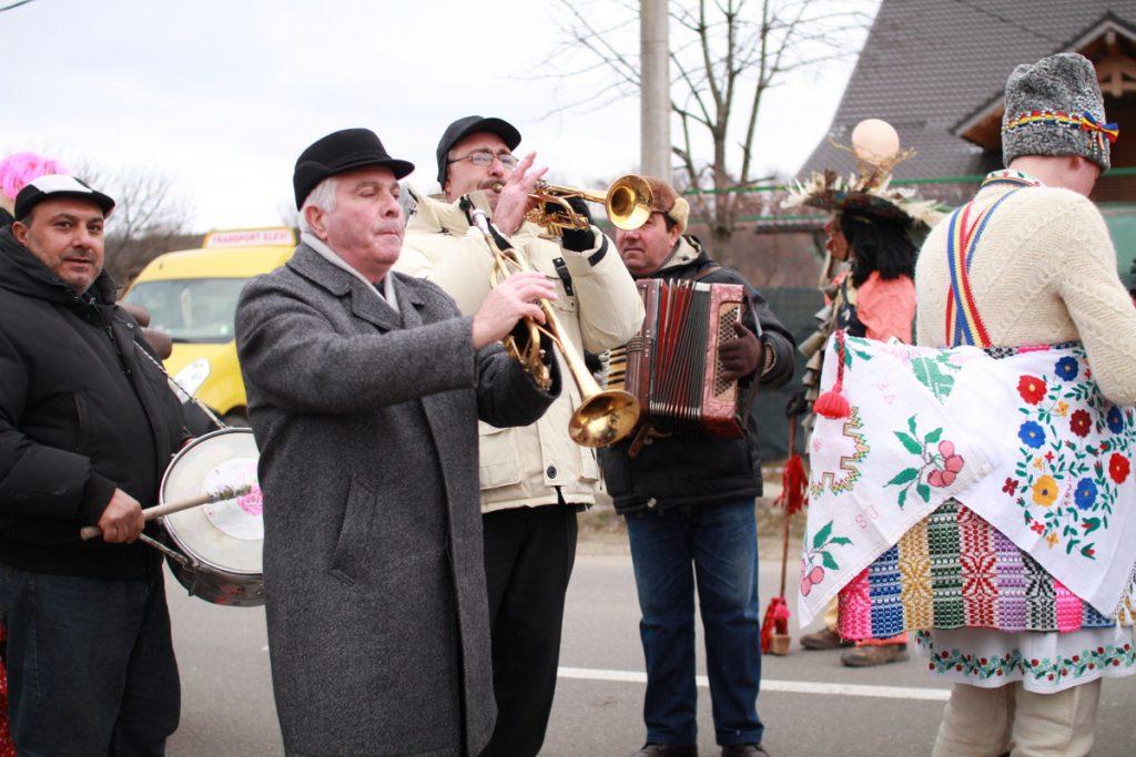 festivalul-de-datini-obiceiuri-si-traditii-de-iarna-borlesti-2016-60