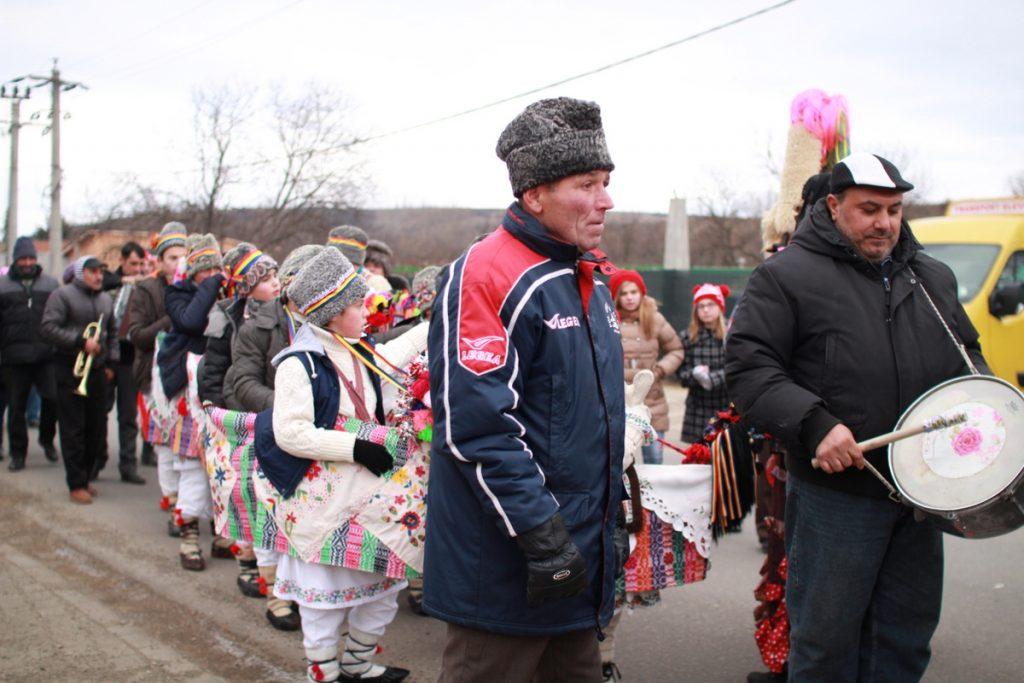 festivalul-de-datini-obiceiuri-si-traditii-de-iarna-borlesti-2016-61