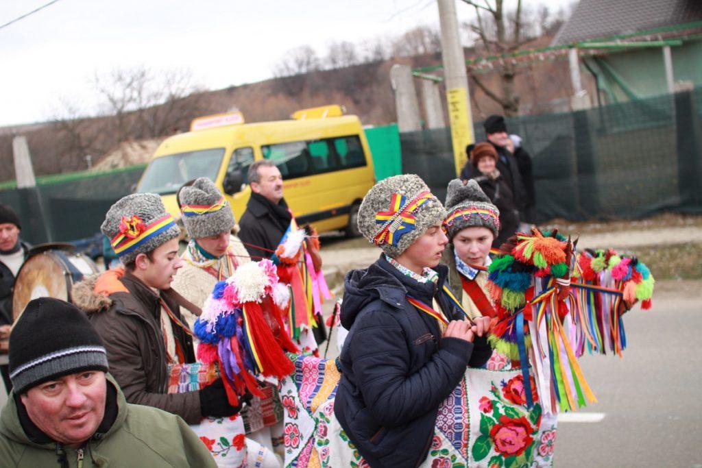 festivalul-de-datini-obiceiuri-si-traditii-de-iarna-borlesti-2016-72