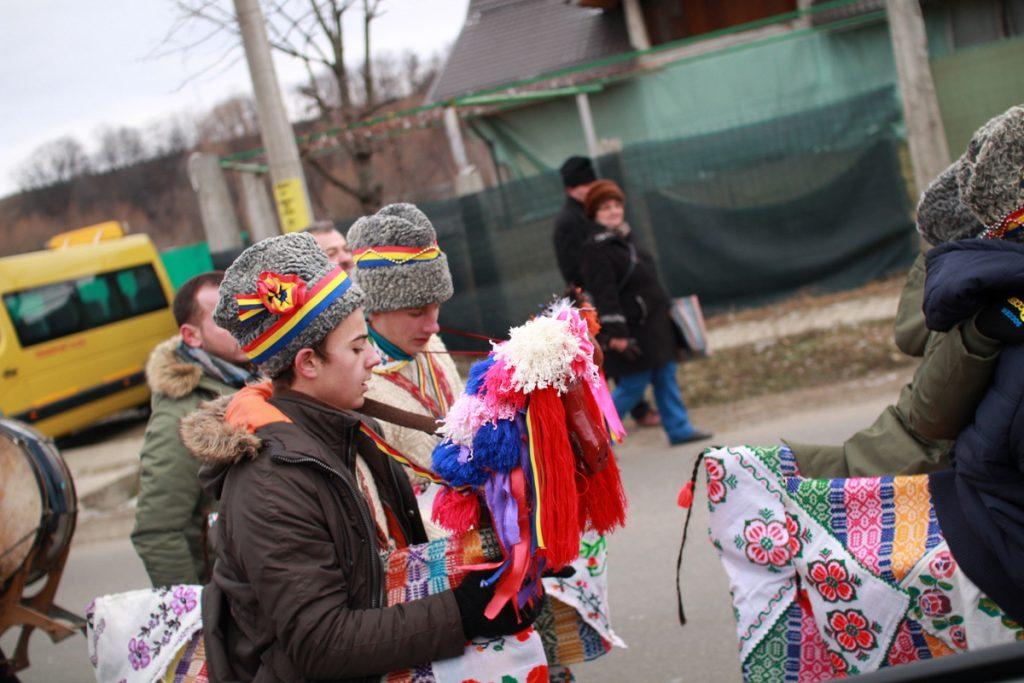 festivalul-de-datini-obiceiuri-si-traditii-de-iarna-borlesti-2016-73