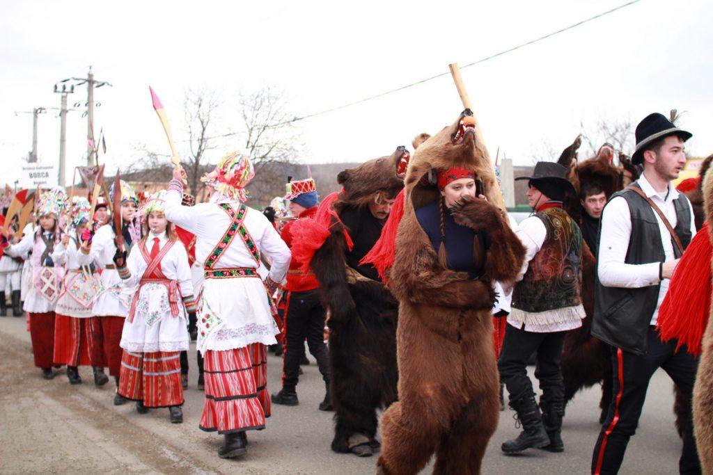 festivalul-de-datini-obiceiuri-si-traditii-de-iarna-borlesti-2016-76