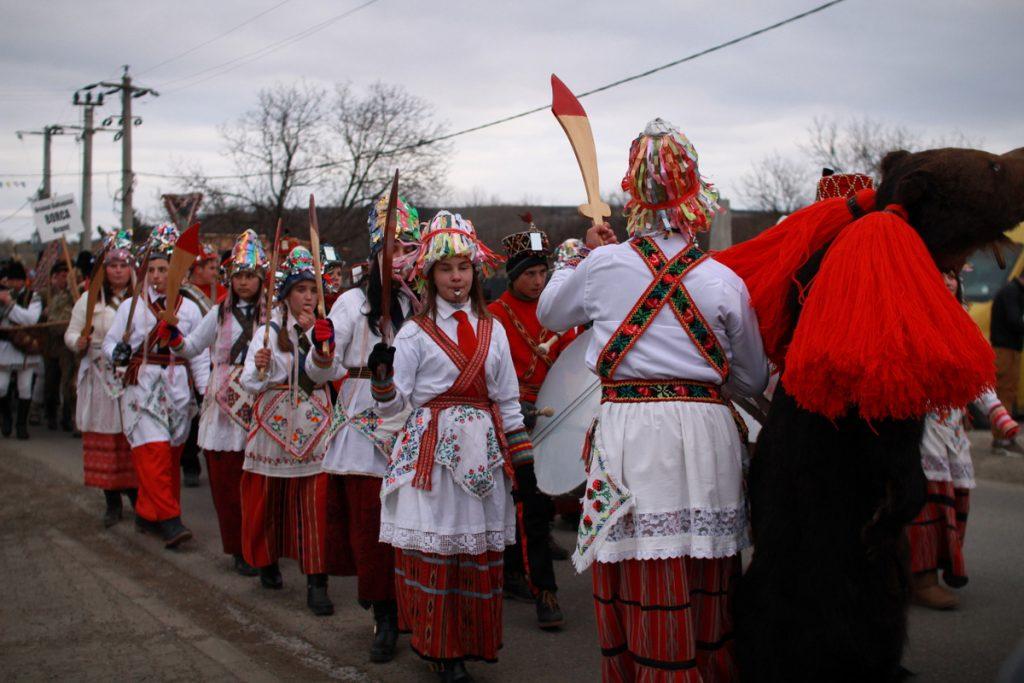 festivalul-de-datini-obiceiuri-si-traditii-de-iarna-borlesti-2016-77