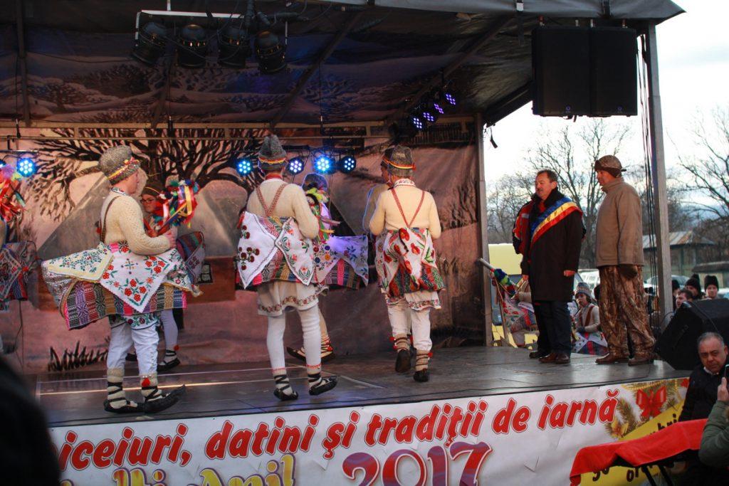 festivalul-de-datini-obiceiuri-si-traditii-de-iarna-borlesti-2016-91