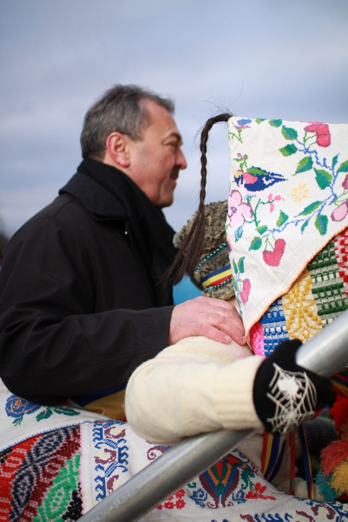 festivalul-de-datini-obiceiuri-si-traditii-de-iarna-borlesti-2016-94