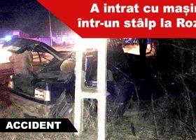 Accident la Roznov, o mașină a intrat într-un stâlp